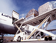 Loading of an MD11 Lufthansa Cargo
